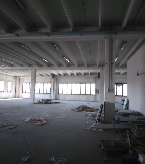 Spazio commerciale a Legnano (MI)